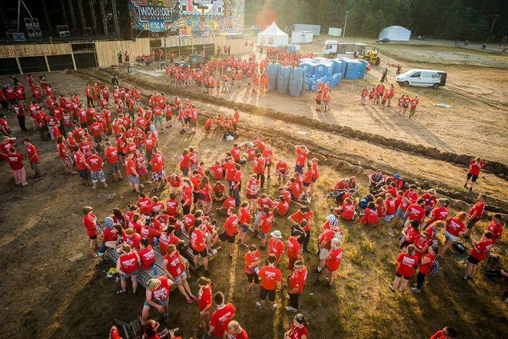 Patrolowcy zbierają się na główną odprawę, jeszcze przed rozpoczęciem 19. Przystanku Woodstock.