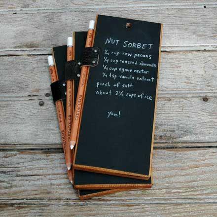 via 手のひらサイズの小さな黒板「Trio of Chalkboard Tablets」 (http://designwork-s.com/article/264936663.html)