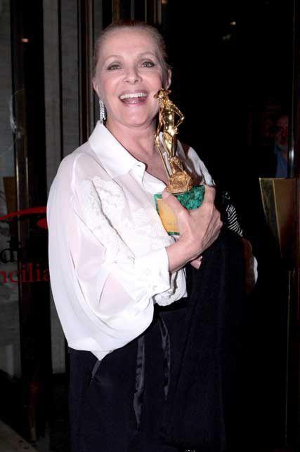 Virna Lisi con il David di Donatello, nel 2009