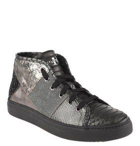 #STOKTON #Sneaker, #Leder, #Metallic, #Patchwork Extravagante Sneaker von STOKTON für Damen. Das Leder ist teils mit Metallic-Glanz veredelt und im Patchwork-Stil zusammen gesetzt. Fällt eine Nummer größer aus. Animal-Print, marmoriert, Pailletten: Die Damenschuhe von STOKTON bestechen mit ihrem raffinierten Muster-Mix. Das weiche Leder ist an der Ferse verstärkt und bietet zusammen mit der kräftigen Sohle einen festen Tritt. Die Damen-Sneaker kann man sowohl schnüren, als auch mit einem…