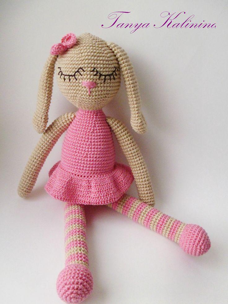 Очень нежная заинька - сплюшка😍🐰 #kalinina_toys #игрушкиручнойработы #игрушкипермь #игрушкидлямалышей #игрушки #вяжуназаказ #вязаннаяигрушка #зайкакрючком #зайка #bunny #knitting #Amigurumi #toys