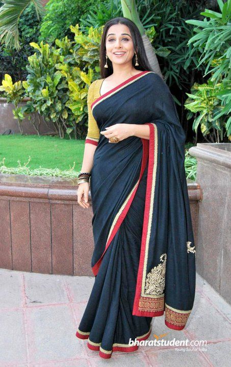 As well as he can be elaborate, he is also simple but awesome in his creations. This saree is a classic.