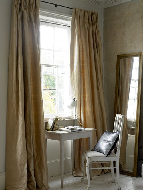 Think of the double as the relaxed cousin of the triple pleat. It requires less fabric than a triple pleat, which means it is less expensive. This may well explain why it's one of The Natural Curtain Company's best sellers. This heading is suitable for both poles and tracks.