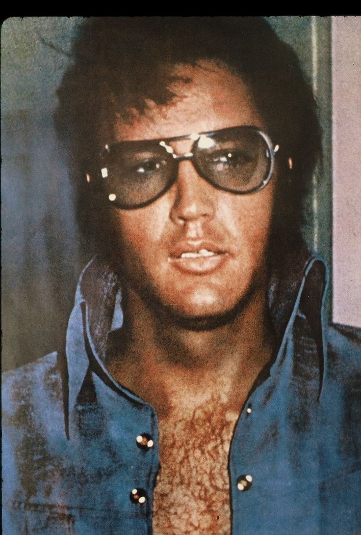 Elvis- had a poster of this pic in my room when I was a kid. Love!