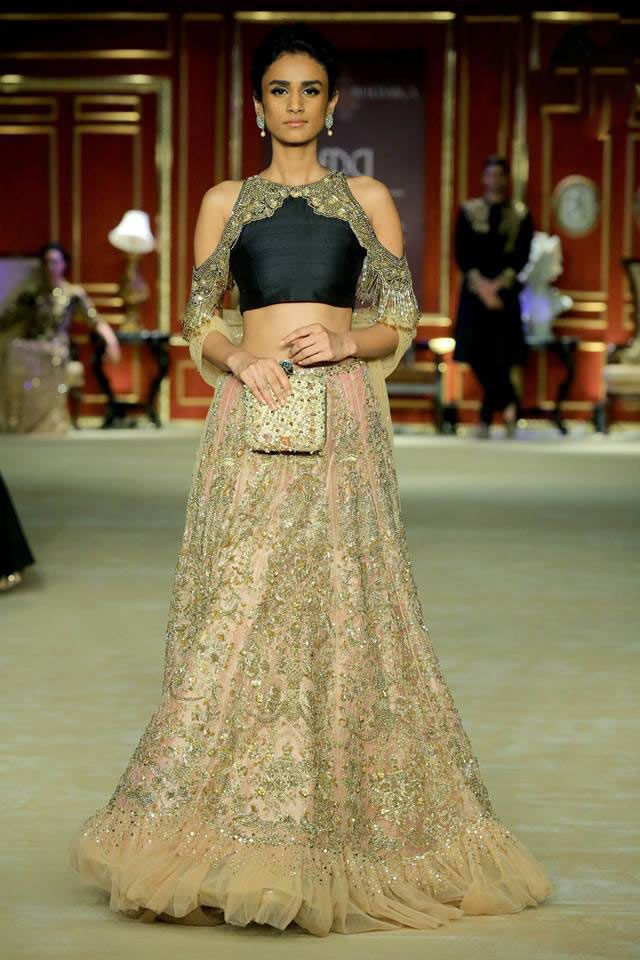 India-couture-week-2017-indian-designer-Shyamal&Bhumika- (5)-embellished-shoulder-cut-crop-top-ruffled-skirt
