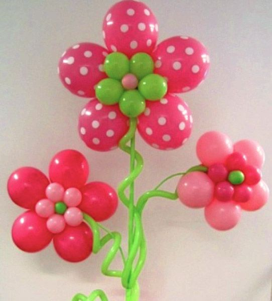 Flower decoration with balloons #decoration #decorationideas #decoratingideas #flower #balloons #girl #party #partyideas #christening #christeningballoons #polkadots #pink #fuchsia