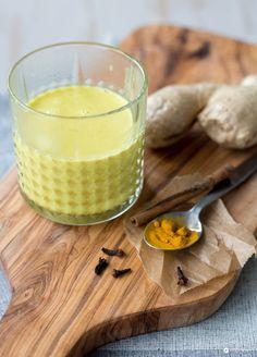 Goldene Milch selbermachen - Mit Kokosmilch und Kurkurma - ein leckerer Drink gegen das Motivationstief am Nachmittag - bringt Energie und Schwung