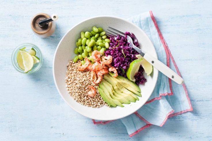 De geroosterde quinoa geeft net die crunchy toevoeging die de salade nodig heeft. - Recept - Allerhande