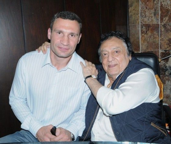 (L-R) Vitali Klitschko with WBC President, José Sulaimán at the World Boxing Council offices in Mexico. (Photo Credit: WBC Facebook)