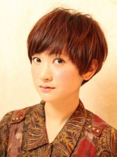 Cute very short bob hairstyle for Asian women