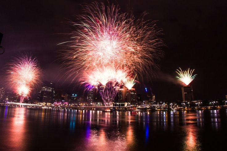 New Years Eve 2013 - 2014 Fireworks - Brisbane, Australia