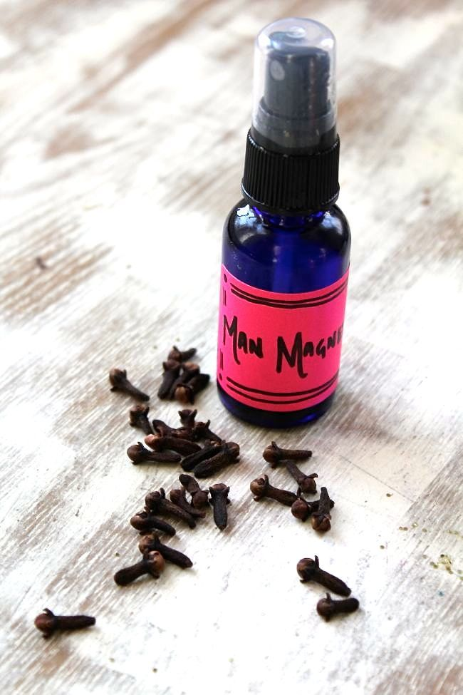 Homemade body oil spray is easy with a simple at home recipe. Vanilla and cloves make this body oil spray recipe a man magnet!