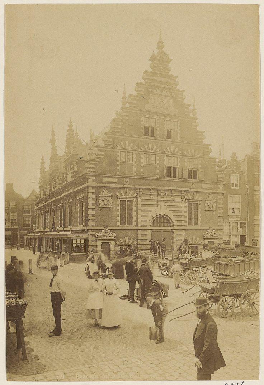 De Vleeshal aan de Grote Markt.     Foto 1890                              Fotograaf: Anoniem