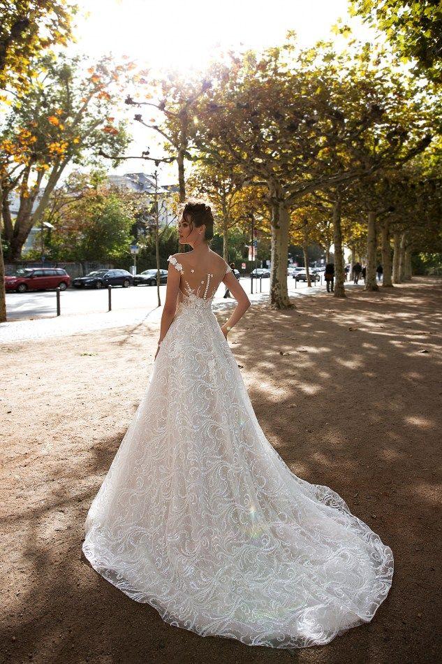 Queen Bridal Store O Oikos Nyfikwn Queenbridal 8as Sas Ta3idepsei Sto Pio A3exasto Ta3idi Ths Zwhs Sas Me Odhgo T Wedding Dresses Bridal Dream Wedding Dresses