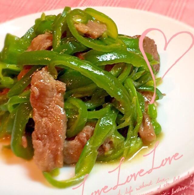 青椒肉絲を作ろうと思ったら… ピーマンと牛肉しかないーっ タケノコも赤い野菜も何もないー  いいや。無しで作ろう。  単なる炒め物になっちゃいました - 85件のもぐもぐ - 牛肉とピーマンのオイスターソース炒め by yuffy1109
