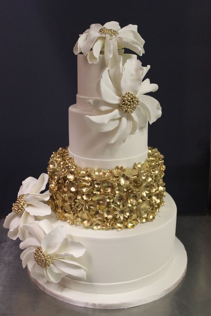 gold and white wedding cake ideas 160 best ideas about metallic wedding cakes on 14744