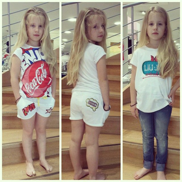 Carlotta bella, sicura di sé, precisissima, ha scelto tutto da sola, si è composta i suoi outfit, ha scartato le cose che non le stavano bene, si è sciolta i capelli e via...pronta sulla nostra scala per farsi fotografare! #outfitoftheday #outfit #ootd #tshirt #fashionstyle #fashion #cool #mood #instalike #instapic #moda #jeans  #modakids #ragazzine #girls #mood