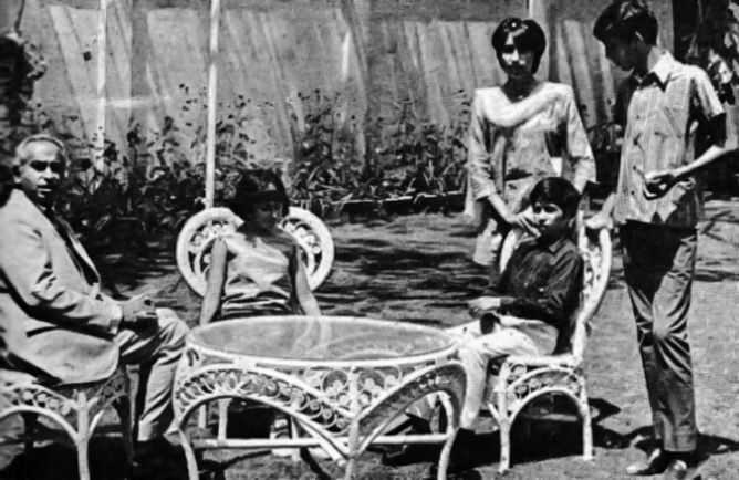 Zulfikar Ali Bhutto with his children in early 1971 before assuming power