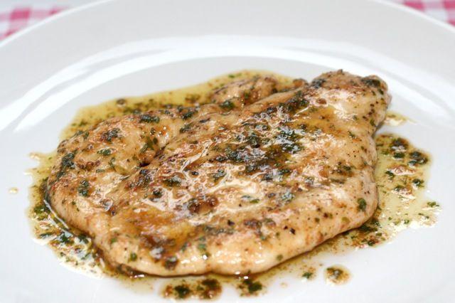 Pollo al Vino Bianco, kip met witte wijnsaus op Italiaanse wijze | Het lekkerste recept vind je op Alles Over Italiaans Eten