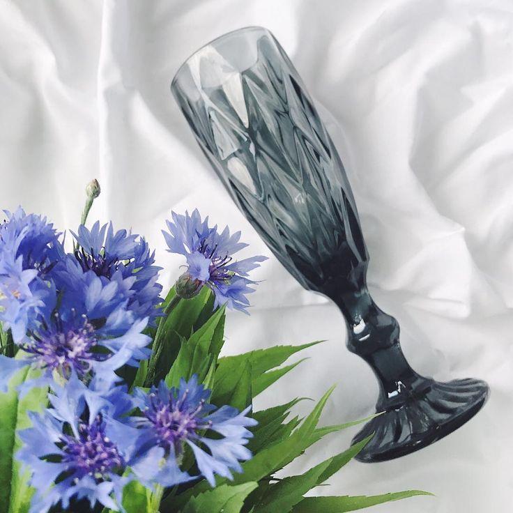 Черный цвет - цвет хорошего вкуса. Чёрный демонстрирует особый, изысканный стиль. Он полон тайн и загадок, притягивая к себе внимание 🖤😉) Цвет 🔹чёрный, синий, зеленый 🔹 Размер 🔹высота-20 см; объём -150 мл🔹 Цена 🔹130 грн/шт🔹 #polkastore_бокалы #polkastore_посуда #бокалы #фужеры #посуда #homedecor  #подарки #декор #vscoua #vscoukraine #ukraine #flatlays #flatlay #igukraine #insta_ukraine #лайки #днепр #киев #львiв #одесса #запорожье #полтава #мукачево #ужгород #житомир #чернигов…