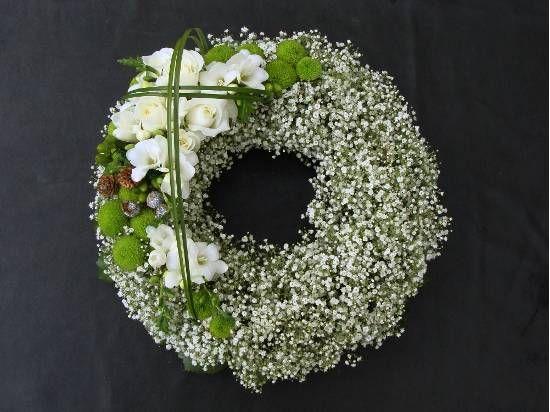 Gypsophila wreath with accent flowers