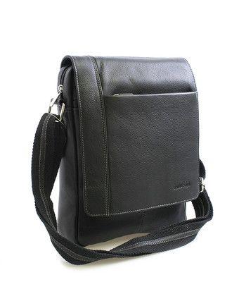 Černá kožená taška na doklady SendiDesign (dříve Enrico Benetti) s klopou na magnetický cvoček. Na klopě a pod ní jsou kapsy na zip. Uvnitř – kapsa na zip a kapsa na mobil. Zezadu kapsa na zip. Součástí tašky je nastavitelný popruh v kombinaci textil/kůže. Kování je ve stříbrném provedení. Kvalitní zpracování tašky z pravé hovězí kůže.