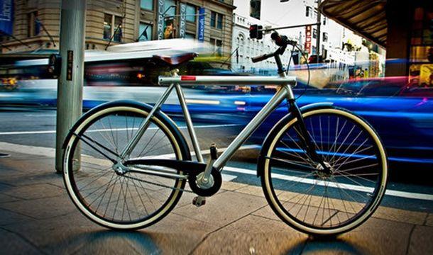 La bici olandese VANMOOF, dal design essenziale e pulito.