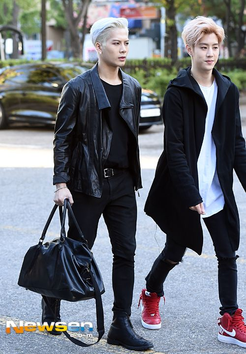 GOT7 JACKSON WANG & MARK TUAN 151002 TO MUSIC BANK