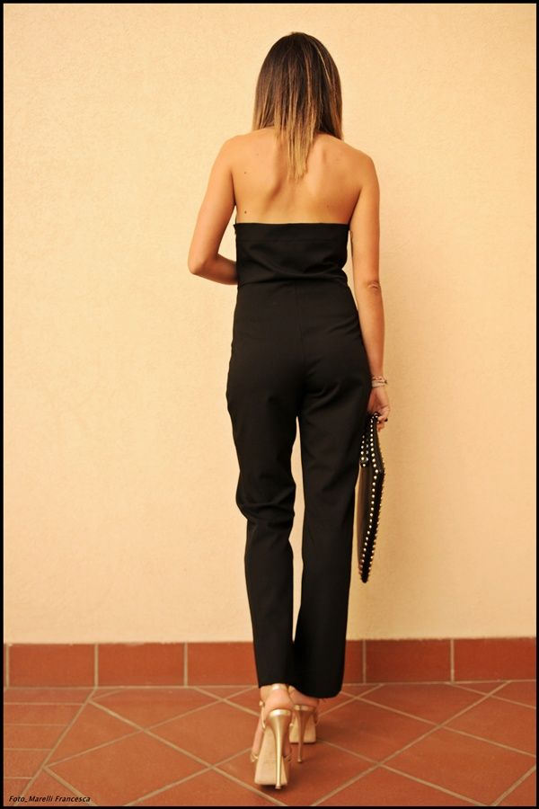 Fashion blogger Karen P. wears our new wool blend halter jumpsuit. A relaxed style with a sharp cut: live at ease and be fashion conscious at the same time. Create the perfect silhouette! This jumpsuit is available in black or light grey wool or in a more casual jersey stretch fabric.   This jumpsuit is available now on our online store: http://nmeno1.myshopify.com/collections/fall-winter-2013-collection