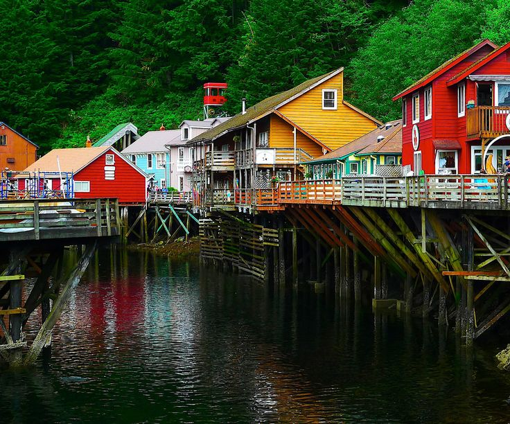 Ketchikan - Alaska. Кетчикан называют лососевой столицей мира.