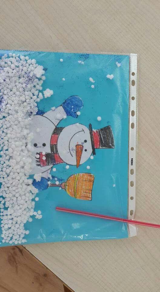 Das kreative Schneemannsbild mit Papierkügelchen