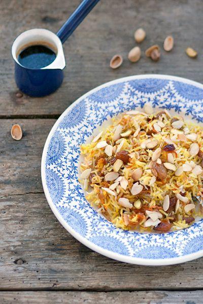 """Il riso persiano """"ingioiellato"""" è una ricetta molto particolare, che le donne ebree provenienti dalla Persia – l'attuale Iran – hanno portato con sè qui in Italia: ora molte famiglie ebraiche, provenienti anche da altri paesi, preparano questo riso di Shabbat, perchè si può preparare in anticipo e scaldarlo prima di servire, o anche consumarlo …"""