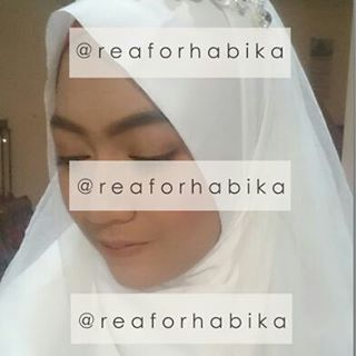 Bismillah Swipe for more➡➡ Syar'i bride concept by @reaforhabika @qiaulia ���� �� no eyebrow trimming/tanpa cukur alis ��no fake eyelashes/tanpa bulu mata palsu ��no overlook makep/tidak menor ��hijab syar'i  Habika Syar'i MUA, simply classy syar'i�� HD photo sample/makeup result, pricelist, booking info⬇⬇ ID Line : qiaulia SMS:0812-5943-8285  #mua #makeup #rias #muasyari #muasyarimalang #muasyarisurabaya #makeupsyari #makeupsyarimalang #makeupsyarisurabaya #riassyari #riaspengantinmuslim…