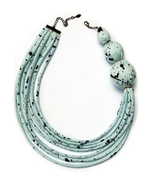 Iti place sa porti coliere handmade ? Daca da, atunci ti-am pregatit 30 de idei creative in articolul de astazi de a le confectiona cu mana ta