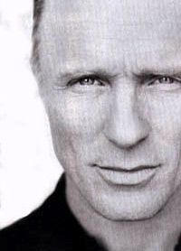 Ed Harris always reminded me of my hubby.  Not sure why but he always has, maybe the eyes
