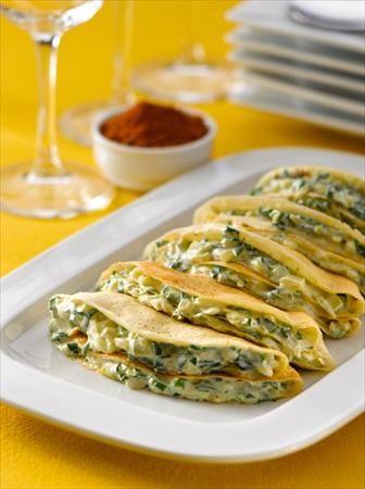 Preparar unos exquisitos Pañuelos de Creps con Espinacas a la Crema, solo te tomará alrededor de 40 minutos y te alcanzará para 10 porciones.