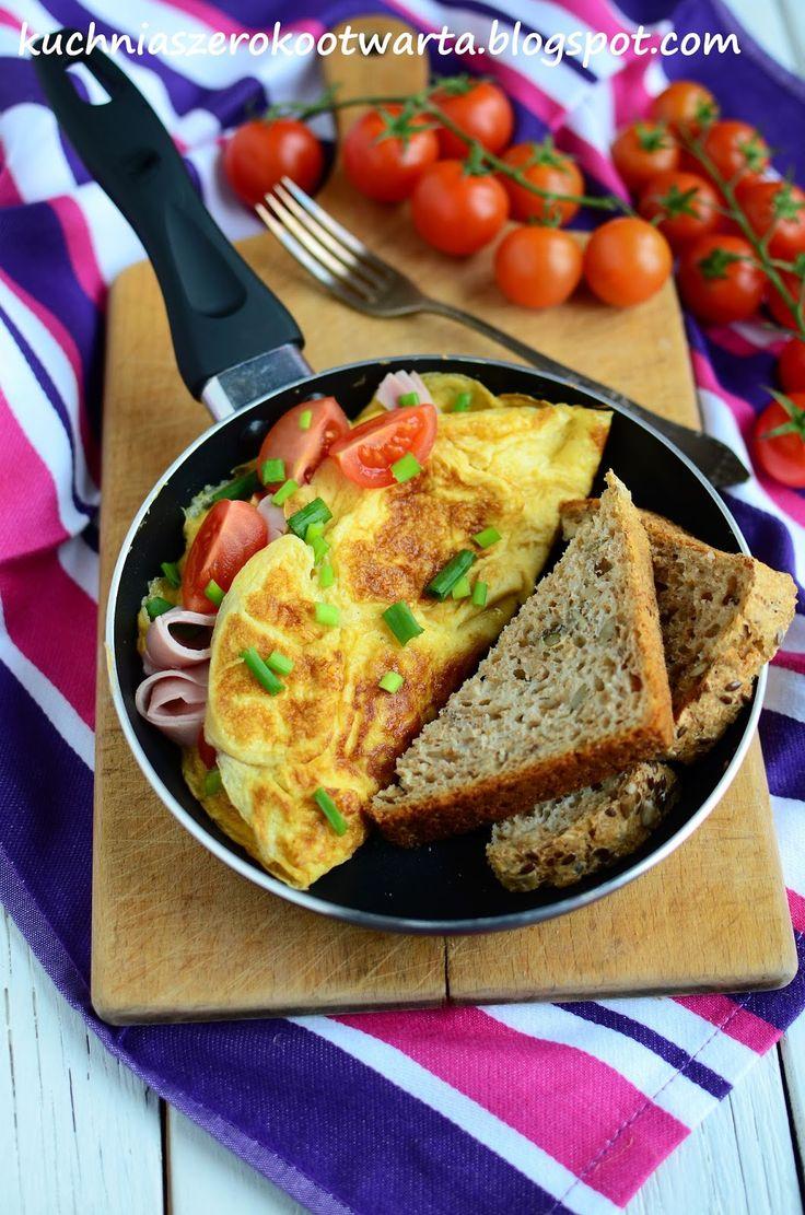 Kuchnia szeroko otwarta: Słoneczny omlet z szynką i pomidorkami koktajlowymi