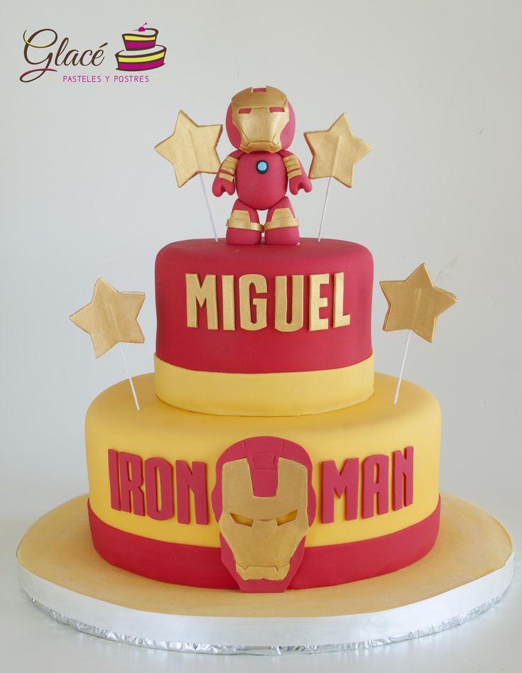 Iron Man Decorado con fondant y figura de azúcar.
