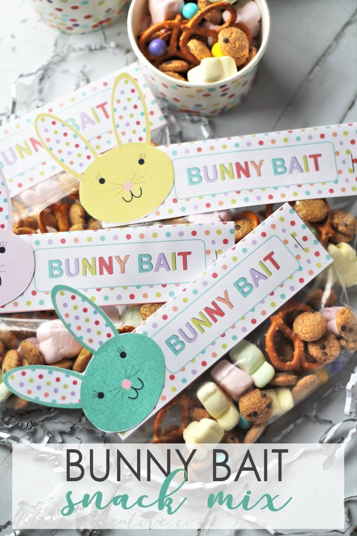 Bunny Bait Snack Mix with Printable Bunny Bag Toppers | Easter Snack Mix | Holiday Party Mix via /thegirlcreative/