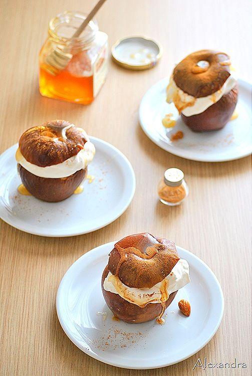 Μήλα ψητά με μέλι και κανέλα