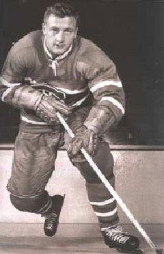 Dickie Moore a disputé 12 saisons mémorables sous les couleurs de la Sainte-Flanelle. « Digging Dickie », tel qu'il fut plus tard surnommé, jouait de façon intense et fougueuse, comme si chaque présence sur la glace pouvait s'avérer la dernière. Marqueur doué tout au long de sa carrière, Moore était également celui sur qui on comptait pour les tâches plus ingrates – récupérer la rondelle dans les coins, contrer l'adversaire et remettre la rondelle a ses compagnons de trio.