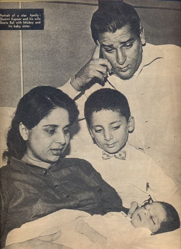 Shammi Kapoor with wife Geeta Bali and kids
