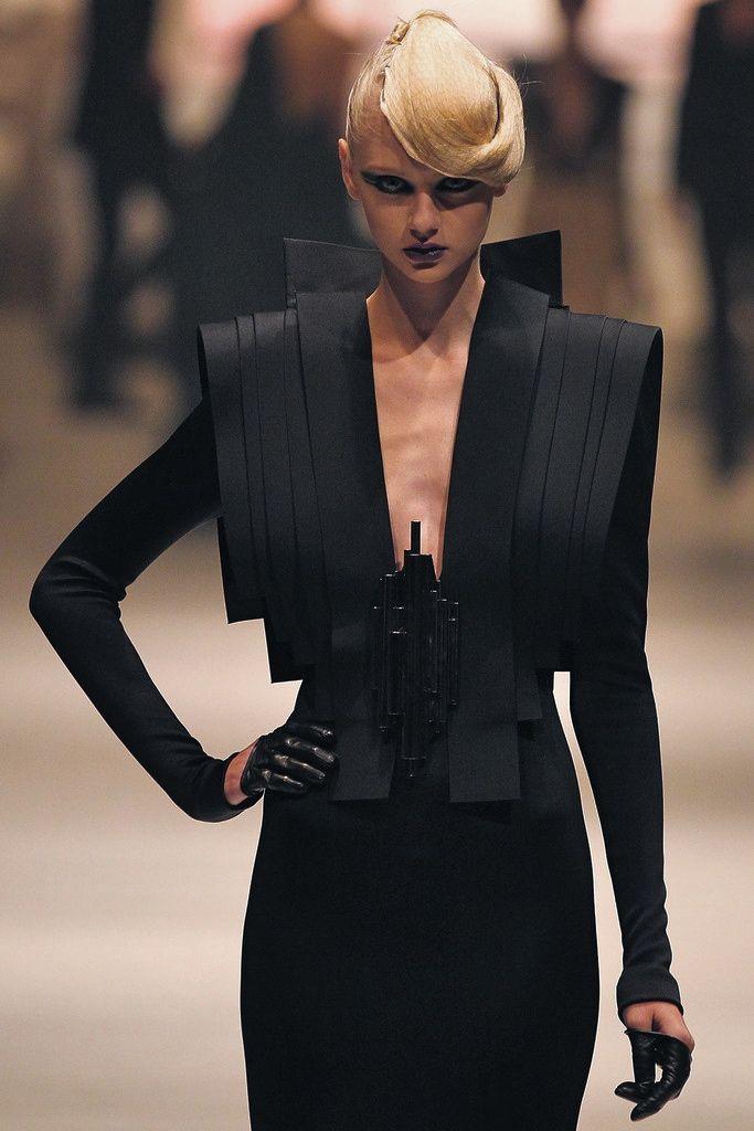 Nastya Kusakina at Stephane Rolland, Singapore Fashion Week 2011