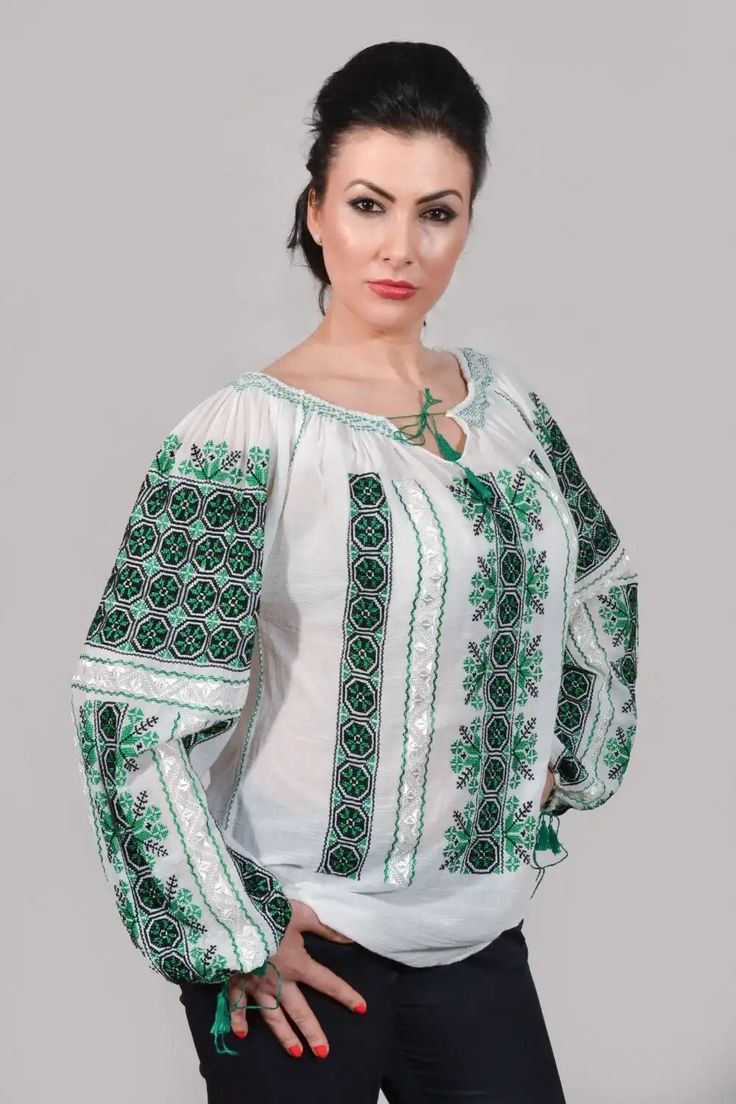 ie Roumanian traditional blouse