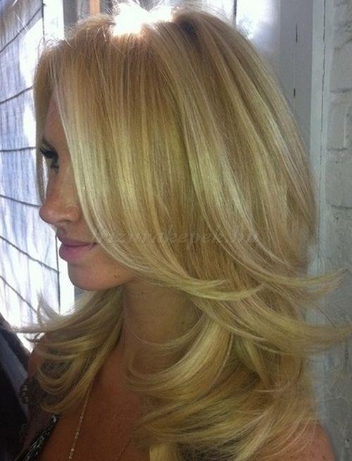 női+frizurák+hosszú+hajból+-+lépcsőzetes+frizura+hosszú+hajból