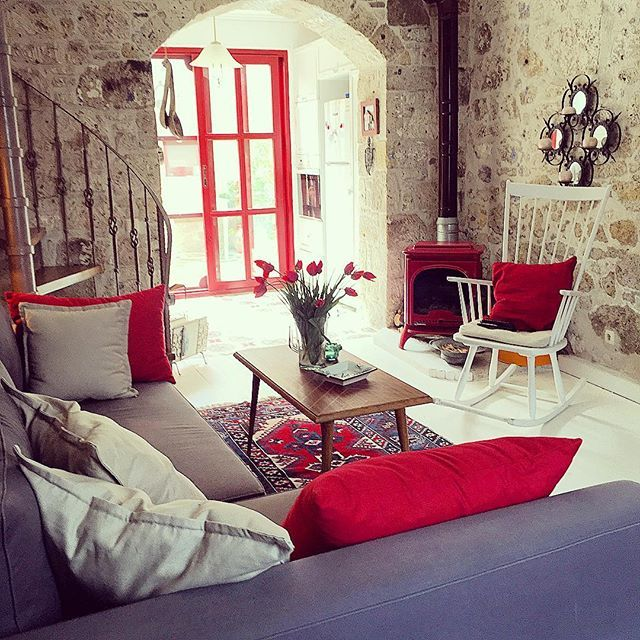 ♦️♦️♦️♦️♦️♦️♦️♦️♦️♦️♦️♦️♦️♦️ #redhouse #stonehouses #red#kırmızı#kırmızıev#travel#alacati#izmir#çeşme#renthouse #details#happyhouse#evimdergisi#kucukotellerkitabi #tarz#dekoration#İşteBenimEvim#airbnb#iştebenimevim