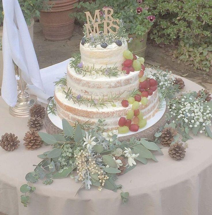 「✴︎ 【Wedding Report 03】 ・ ・ 結婚式後に返ってきたものも大かた片付いてきました…! ・ そしてまだまだ何からレポートしようか迷ってしまっています♡w ・ ・ 画像はウェディングケーキ。 ・ ・ デザイン画通りのウェディングケーキに仕上がりました♡(*^^*) ・ ・…」ネイキッドケーキ ぶどう green nakedcake grape