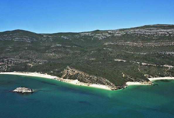 Há duas baías portuguesas entre as mais belas do mundo | SAPO Lifestyle
