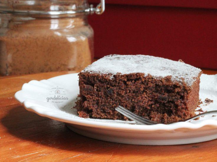 Bolo de chocolate sem erro e sem mistério, perfeito para um aniversário em casa ou para o chá da tarde.