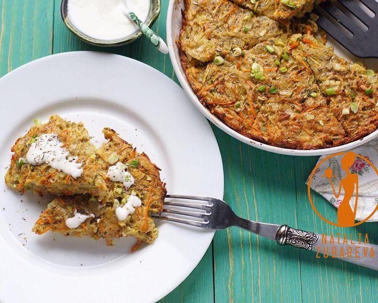 «Овощной кугель Безумно вкуснo!! Быстро, легко! #natalirecept_обед  Приготовление: 2 картофелины 2 морковки 2 маленьких цукини 1 луковица 4 зубчика…»